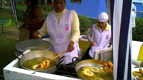 Post image for Quick Bites: Picarones at Peru's Mistura Festival