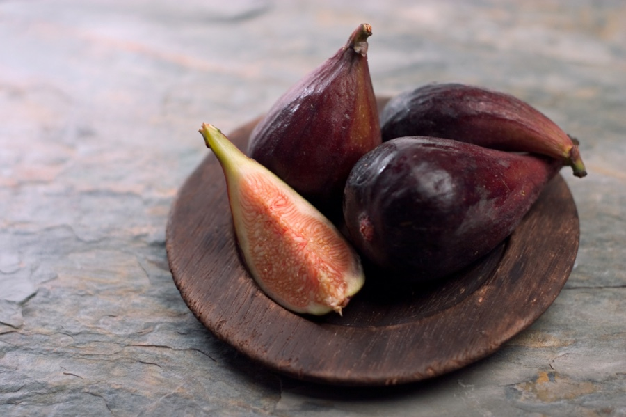 mission figs on wooden plate