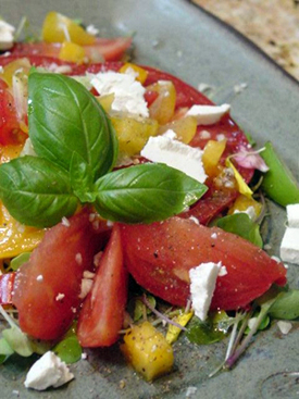 Post image for Summer Tomato Salad with Creamy Garlic Vinaigrette